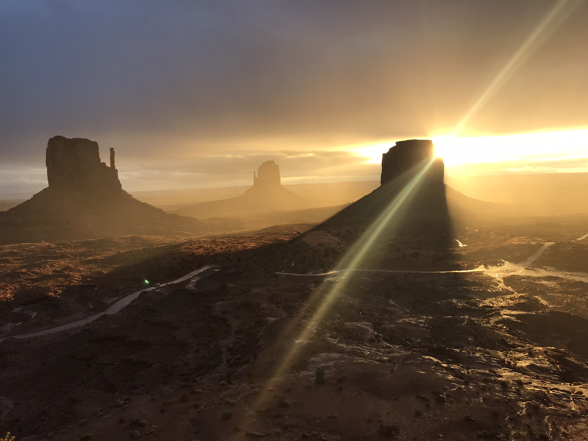 1 Monument Valley sunrise