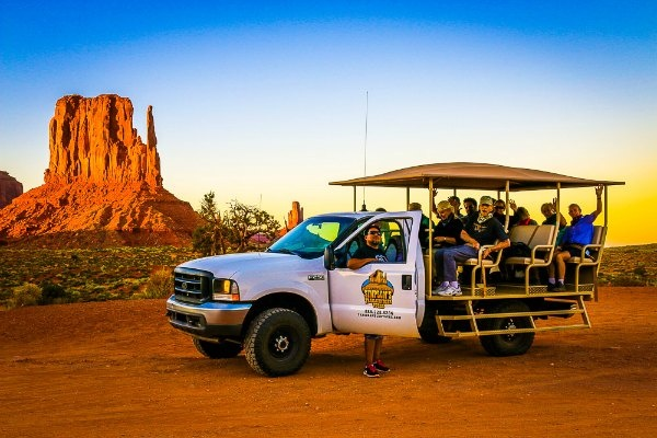 Monument Valley - Jeep tour at sunset