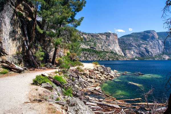 hiking at hetch hetchy